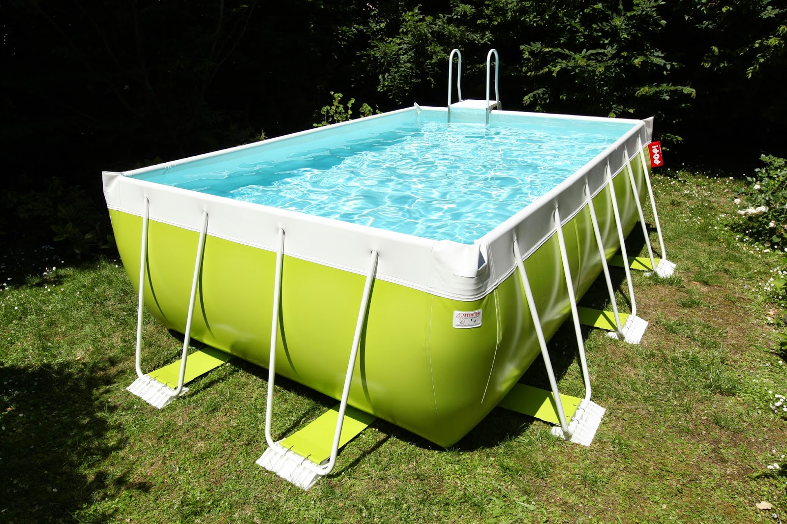 Piscina Su Terreno In Pendenza piscine fuori terra per il tuo giardino: scopri i vantaggi e