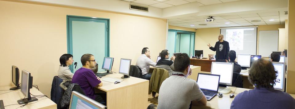 Diplomarsi con una scuola online: isu-online.com